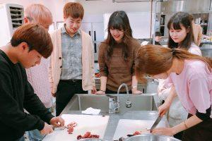 韓国の学生もお手伝い