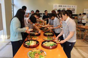 日本の食事に興味津々
