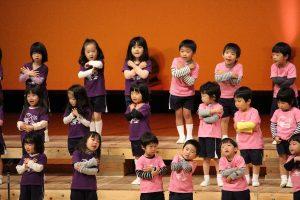 年少 みんなで楽しく歌います