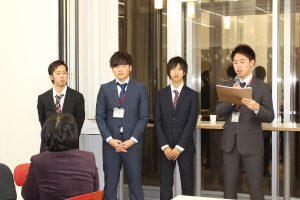 本学生が司会進行を務めます